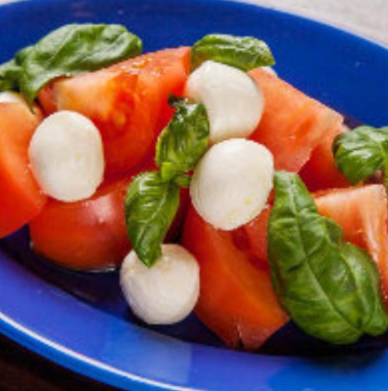 濃厚モッツァレラとトマトのカプレーゼ